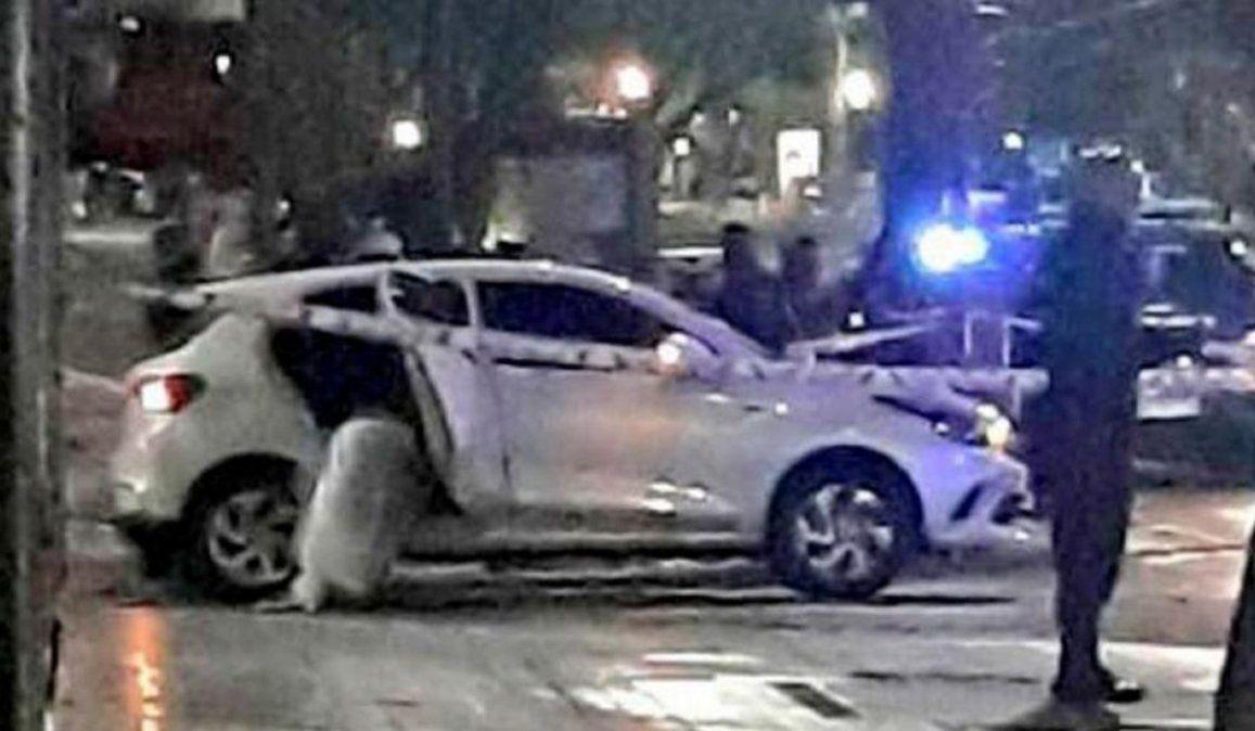 El auto en el que se viajaba Blas Correas y recibió el disparo que se llevó su vida.