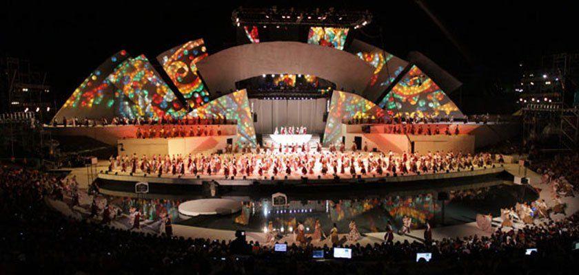 El acto central de la Fiesta Nacional de la Vendimia se desarrolla con todo vigor