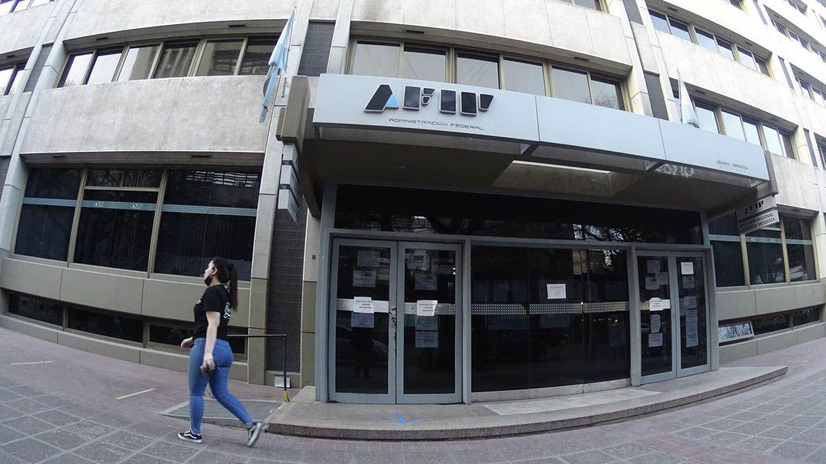 El impuesto a las grandes fortunas o impuesto a la riqueza entró en vigencia este viernes con su reglamentación por decreto del Gobierno de Alberto Fernández. AFIP saldrá a cazar.