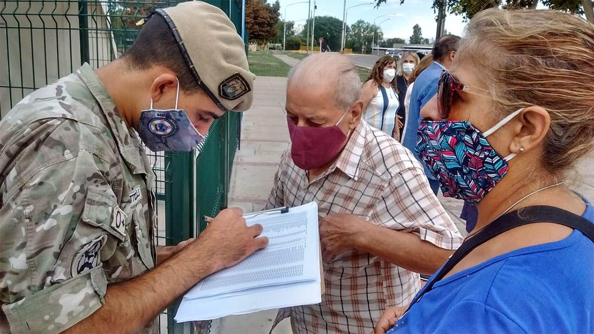 Comenzó la vacunación para mayores de 70 años en todos los departamentos de Mendoza