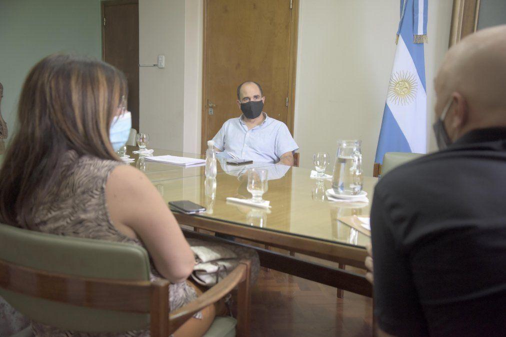 José Thomasse se reunió en su despacho con representantes de la Red federal Padres Organizados Mendoza para dialogar sobre la vuelta a clases.