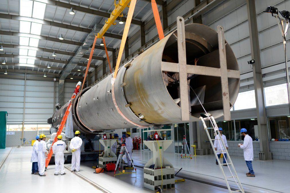El montaje de la cámara nuclear de IMPSA.