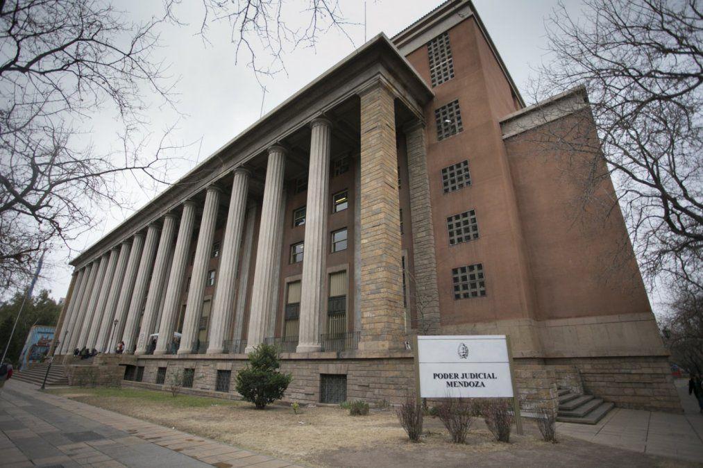 El edificio central de los tribunales provinciales estará semivacío durante la feria de verano.