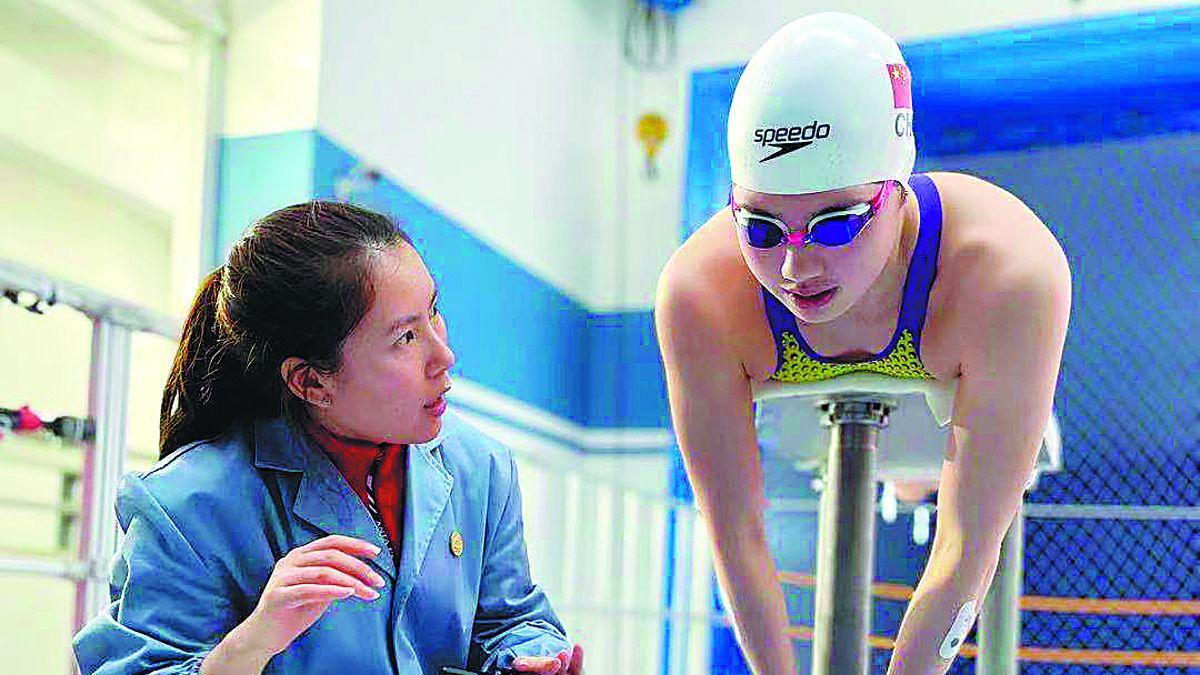 Una nadadora se entrena en un túnel de viento, una tecnología aeroespacial, en Beijing. PARA USO DE CHINA DAILY