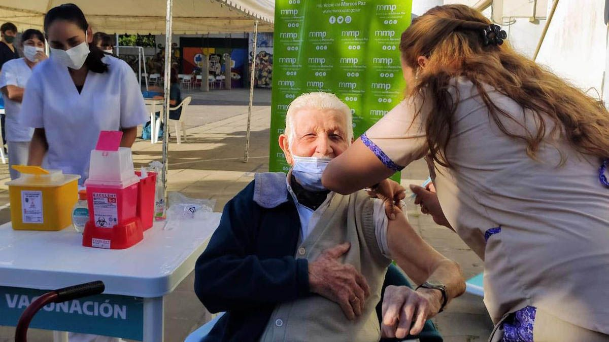 Juan Antonio Hernández recibió la primera dosis de la vacuna Sputnik V el jueves.