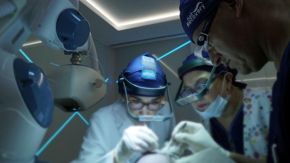 El robot ARTAS puede reproducir los tratamientos de manera exacta logrando los resultados deseados.