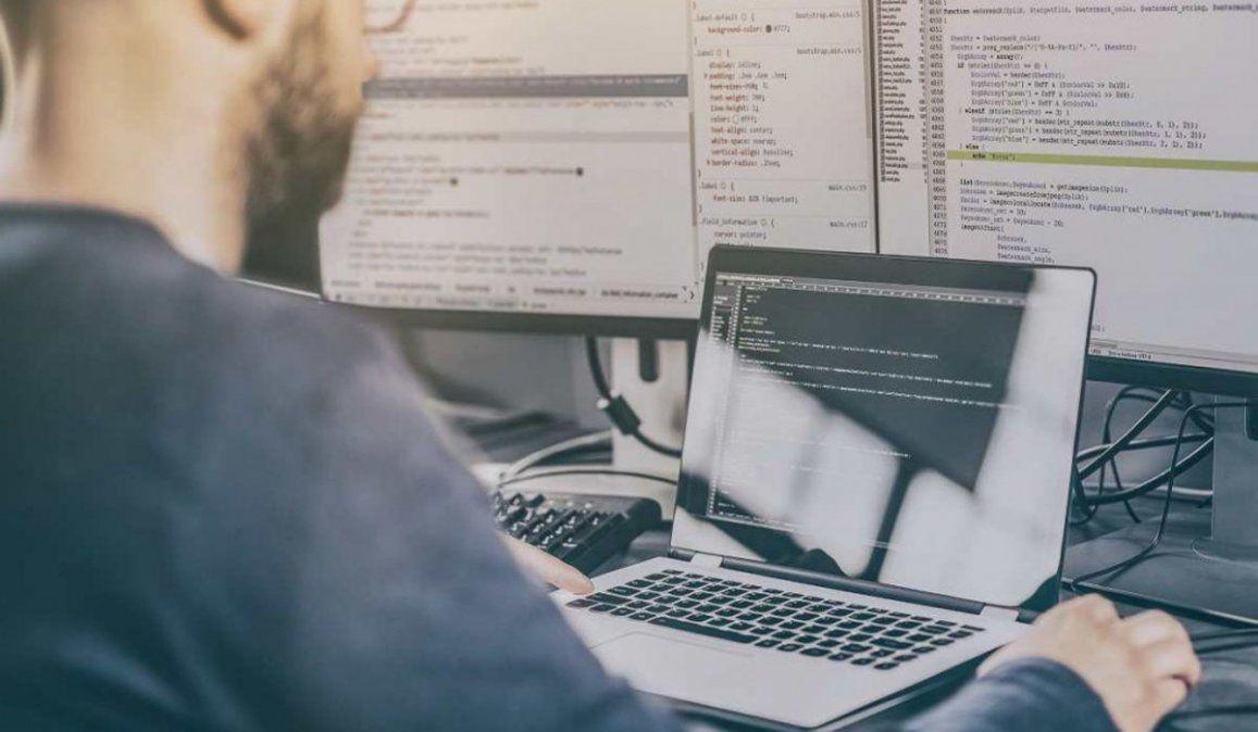 Curso gratis para ser programador, la IT que paga un sueldo promedio de $80.000