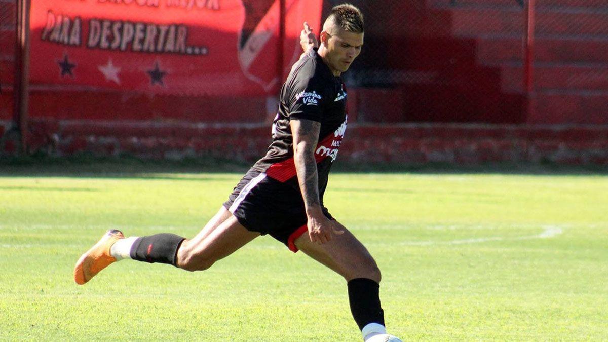 Leandro Corulo estará en la última línea del equipo de Luciano Theiler.