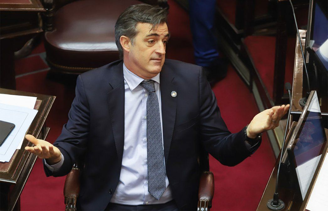 Esteban Bullrich cuestionó a la vicepresidenta Cristina Kirchner y afirmó que se mueve como si fuera la dueña del Senado y no lo es.