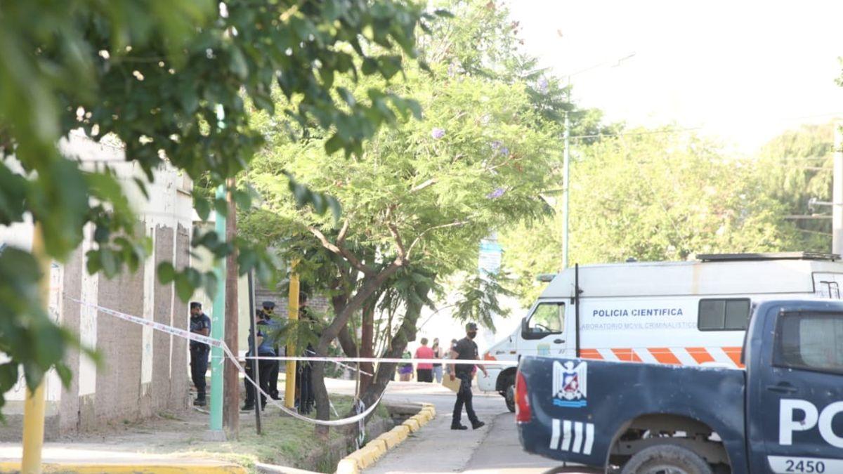 La Policía Científica realiza un operativo en la zona donde se encontró un cuchillo por el caso de Florencia Romano.