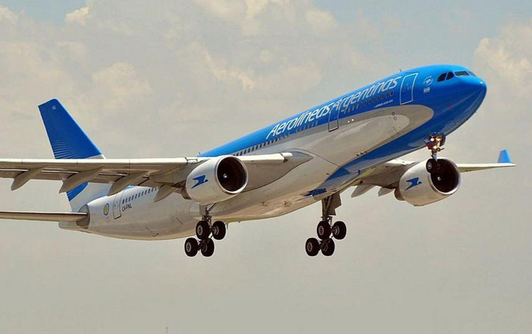 Vuelven los vuelos. Aerolíneas quiere empezar con tres conexiones semanales entre Mendoza y Buenos Aires.