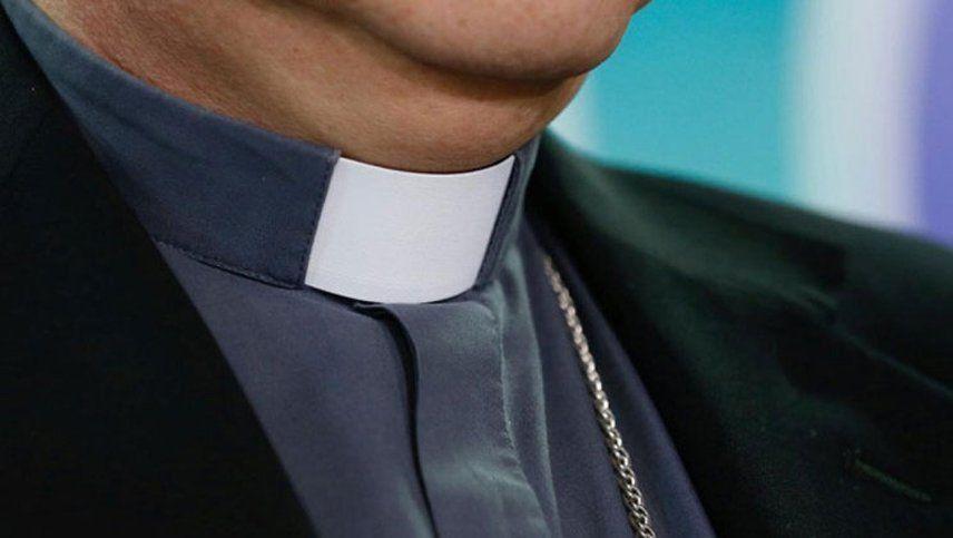 Un sacerdote se confundió y envió una foto porno a un chat de catequesis