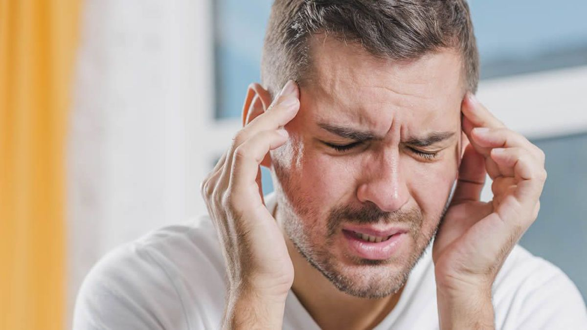 El dolor de cabeza y la fatiga pueden ser síntomas de haber tenido Covid-19.