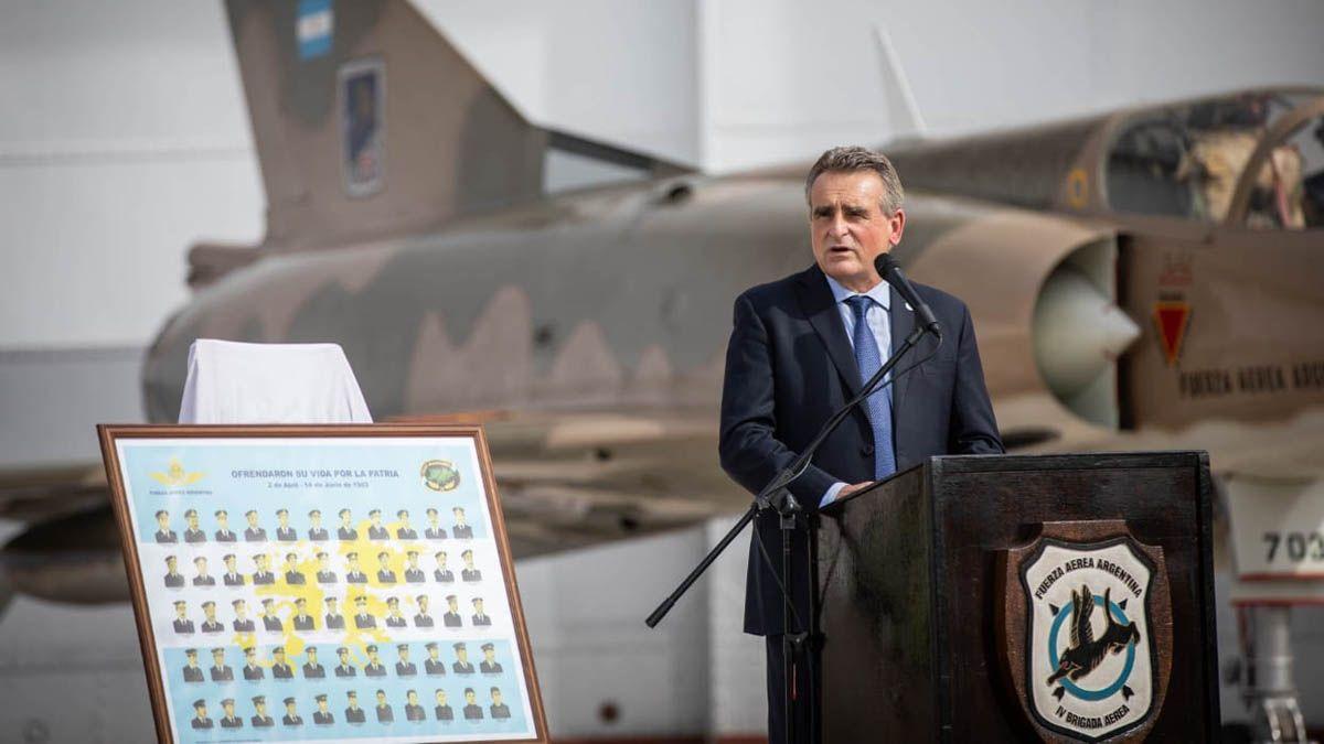 Rossi durante el homenaje que se realizó en la IV Brigada Aérea al bautismo de fuego de la Fuerza Aérea Argentina en Malvinas y aprovechó para criticar indirectamente