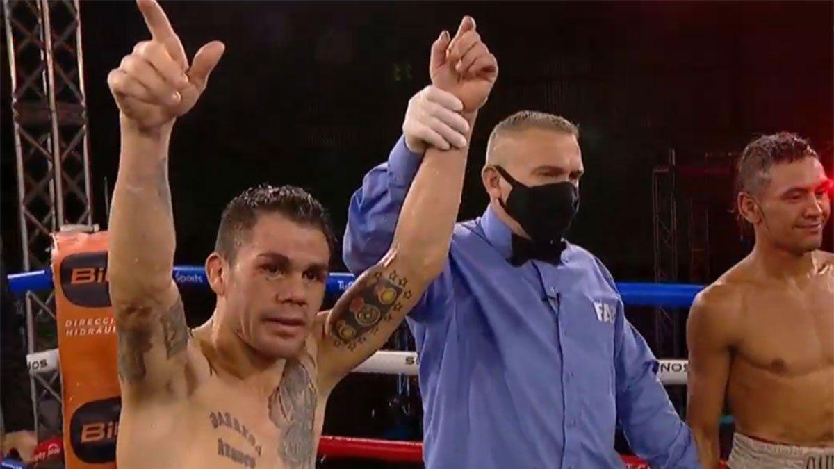 El Cotón Reveco volvió al boxeo con un notable triunfo