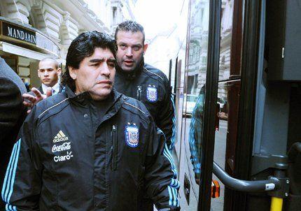 Los fanáticos europeos disfrutaron de un Maradona relajado y feliz