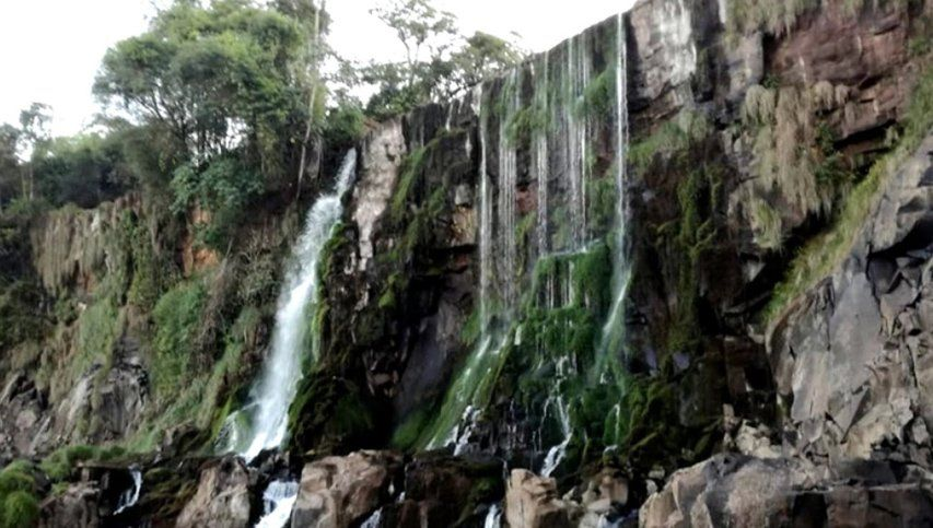 Triste imagen de las Cataratas del Iguazú, sin turistas ni agua