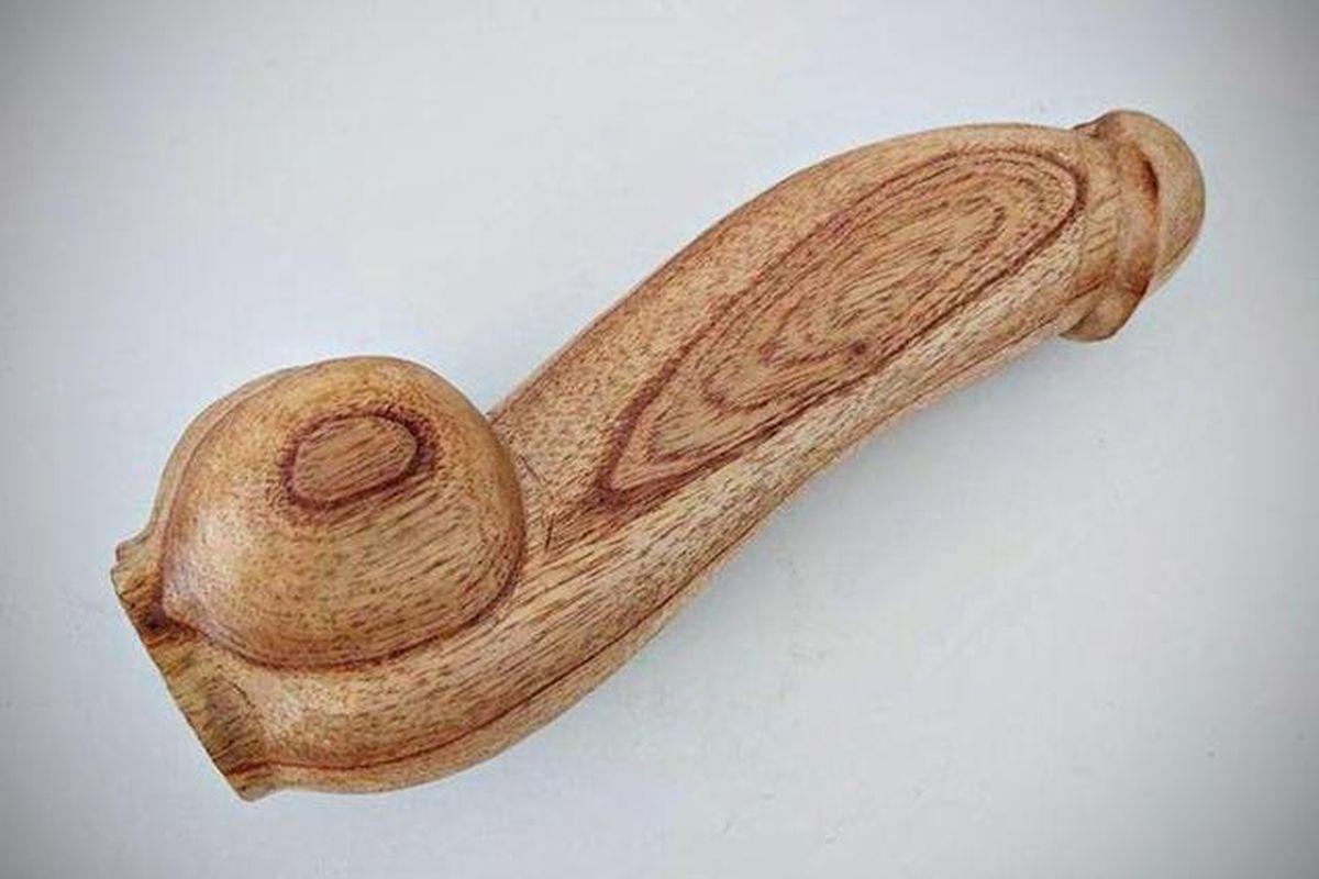 El Gobierno nacional comprará 10.000 penes de madera.