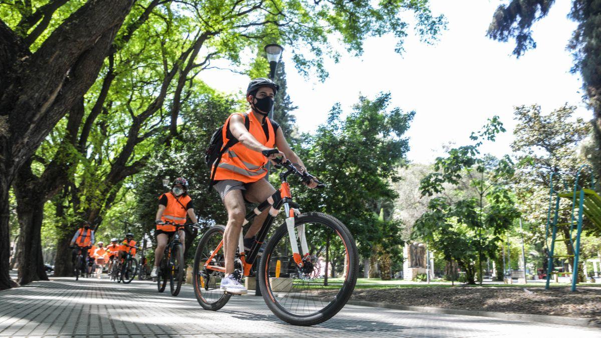 Ya es obligatorio que las playas de estacionamiento tengan lugar para bicicletas