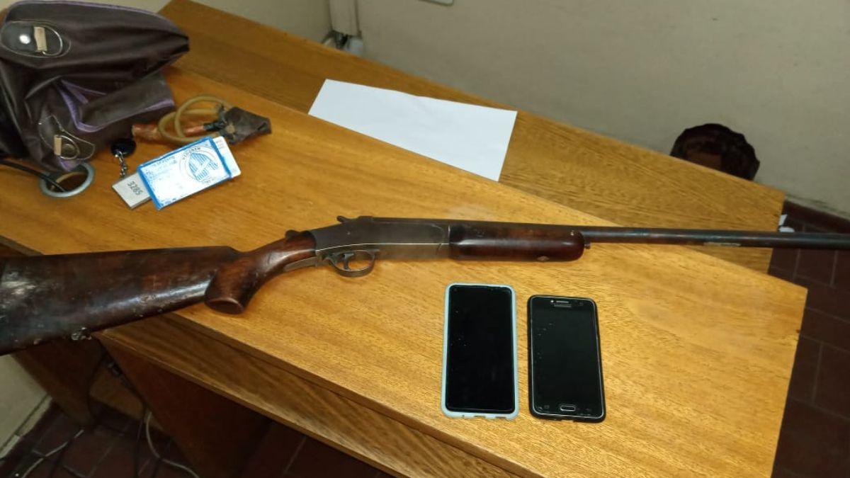 Un hombre de 43 años amenazó con esta escopeta a su ex pareja en su domicilio del barrio Nogal I en Carrodilla