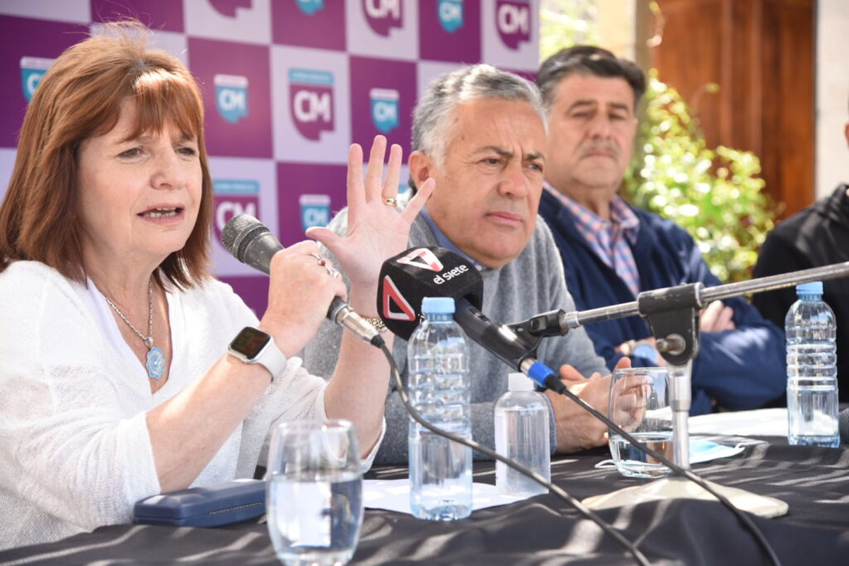 Patricia Bullrich junto a Alfredo Cornejo en Rivadavia.