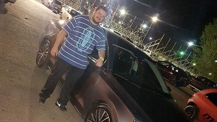 Se estrelló contra un poste y lo juzgan por la muerte de una amiga