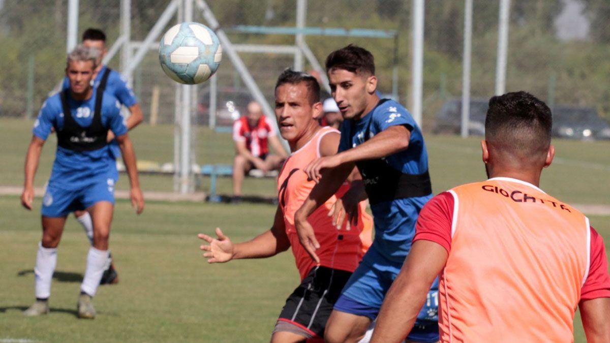 La Reserva del Tomba y Huracán jugaron un partido vibrante. Foto: Pablo González.