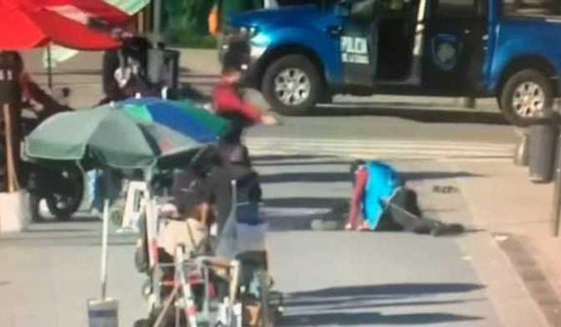 Video: murió el hombre que le robó la pistola a un policía y provocó un caos en Retiro