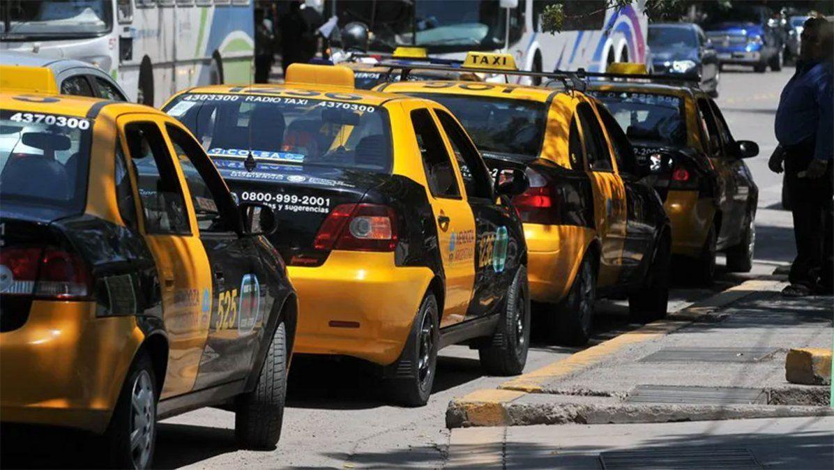 Dueños de taxis pidieron un aumento del 60%.