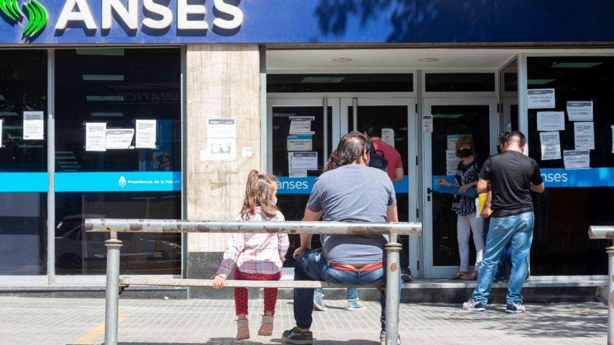 ANSES Plus para AUH y bono para jubilados: quiénes lo cobran