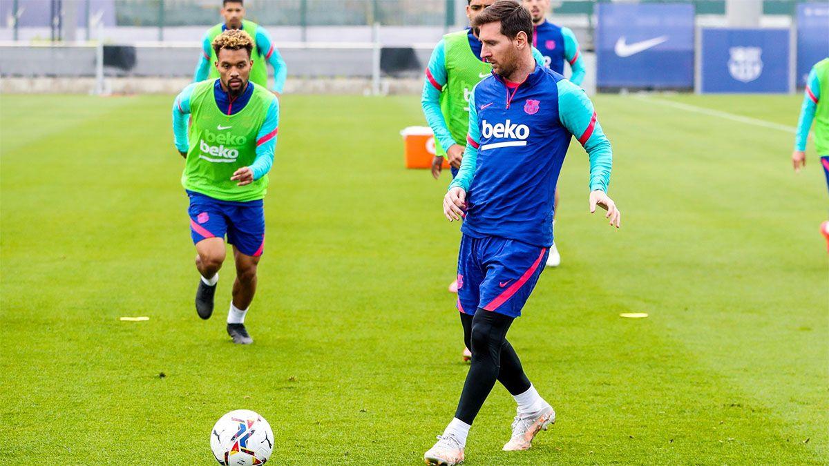 Messi le habría dicho al Barcelona que seguirá en el club