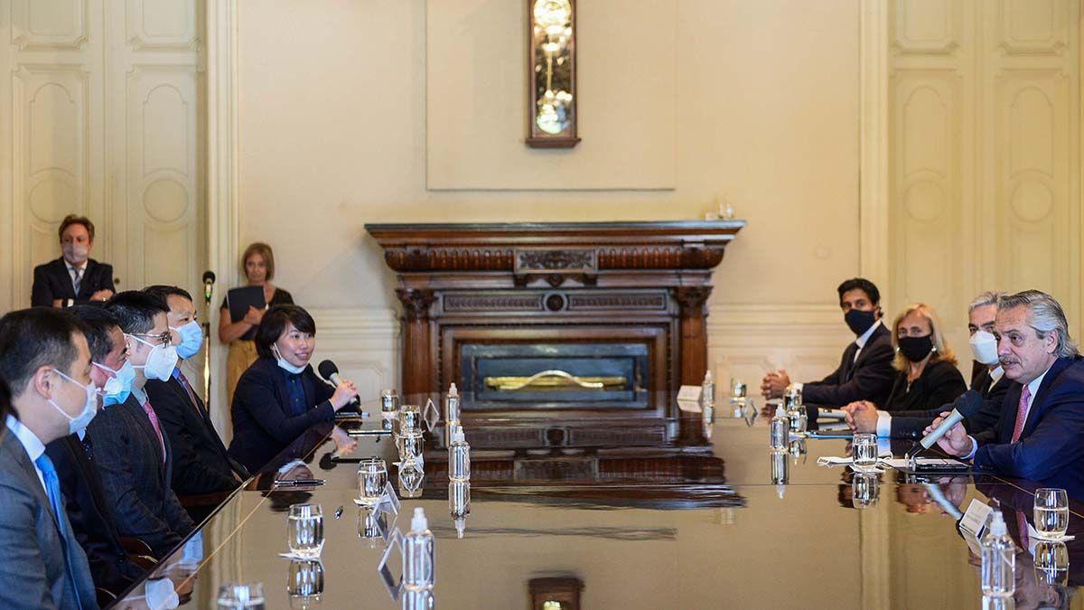 Alberto Fernández firmó con China por 4.695 millones de dólares para la reactivación de líneas ferroviarias de carga que incluyen a Mendoza. Foto: Presidencia de la Nación.
