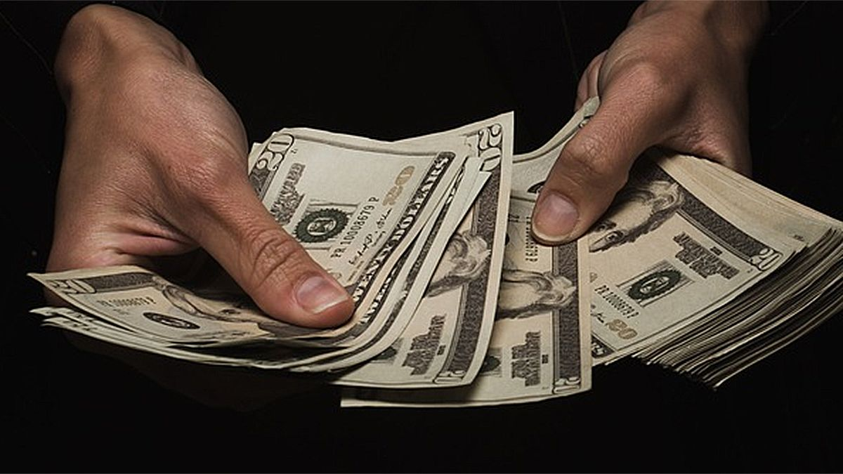 Baja del dólar: la cotización del dólar blue bajó este jueves.