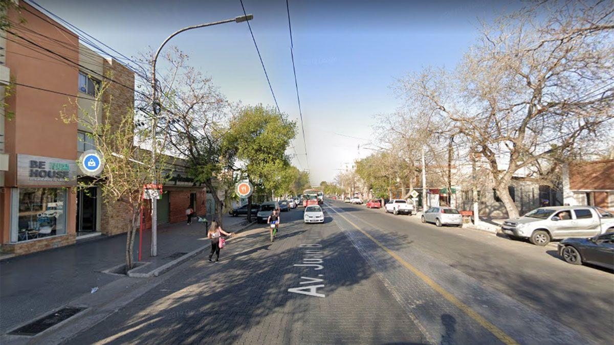 Robaron municiones y otros elementos que estaban dentro de una camioneta estacionada en calle Juan B. Justo