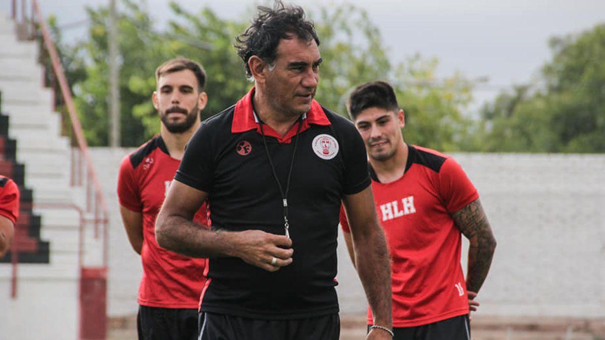 Darío Alaniz le está dando forma al equipo. El sábado juega el segundo amistoso.