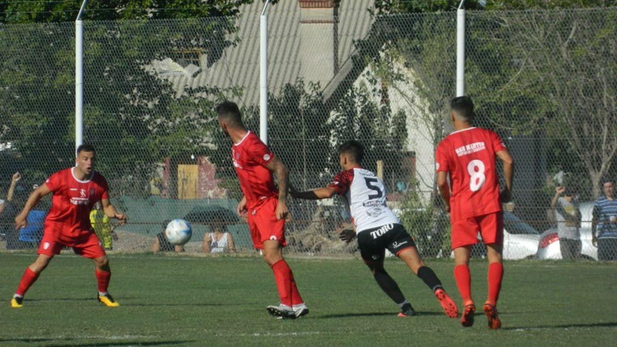 Un entretenido partido jugaron FADEP y San Martín.