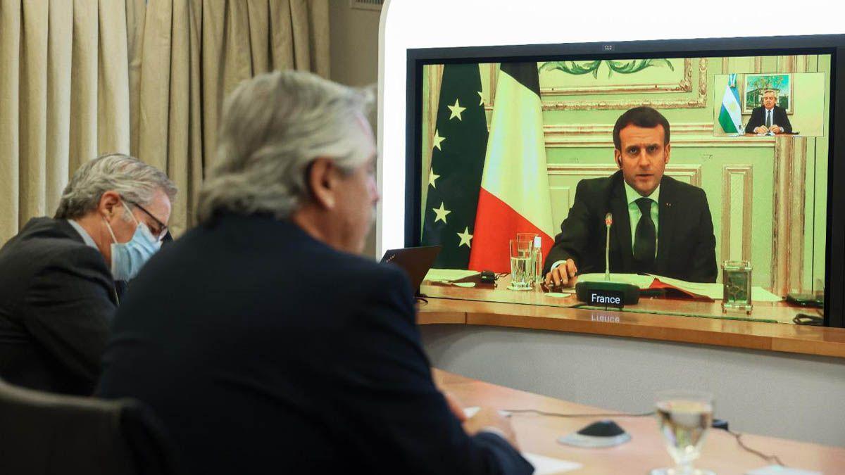 Fernández durante la videoconferencia con Emmanuel Macron.
