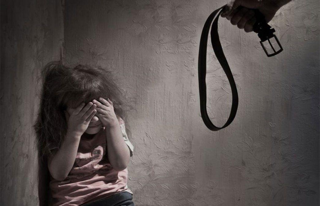 En Villa Mercedes se ordenó la exclusión de un hombre de su propio hogar por darle latigazos a su hija de 4 años. Terrible caso de maltrato infantil. La imagen es ilustrativa.
