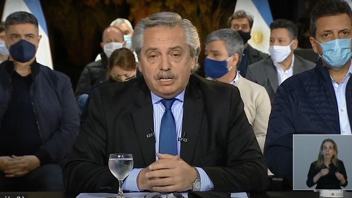 Alberto Fernández pidió a los policías que depongan su actitud