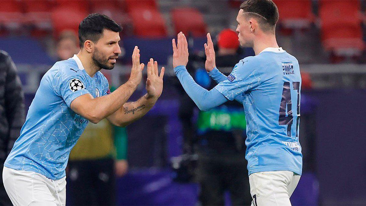 Manchester City, con el ingreso de Agüero, puso un pie en los cuartos de final