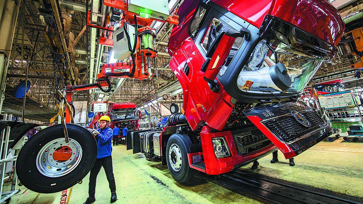Una línea de montaje de una planta de camiones en Xi'an