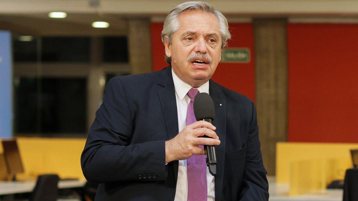 Alberto Fernández llegó a Mendoza este jueves para recorrer la sede central de IMPSA