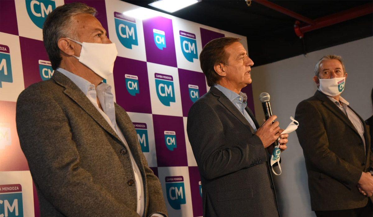 Alfredo Cornejo encabezará la lista de pre candidatos a senadores nacionales. Segunda irá Mariana Juri. Rodolfo Suarez será el primer suplente.