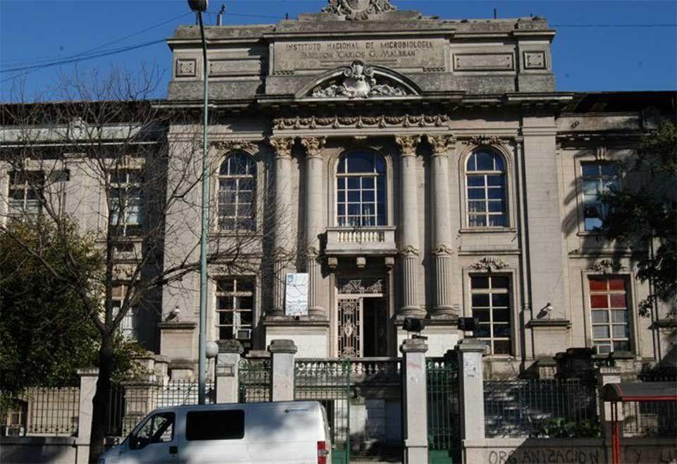 Los casos de Covid en Mendoza que resultan sospechosos por diferentes razones son enviados al Instituto Malbrán, en Buenos Aires, el único autorizado para informar sobre la variante Delta u otras.