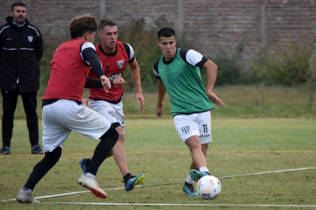 Diego Pozo repetiría el mismo equipo para jugar el lunes ante Chacarita.