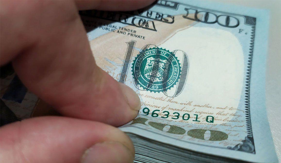 Dolarización o rulo: cuál es la tendencia ante la escalada del dólar blue