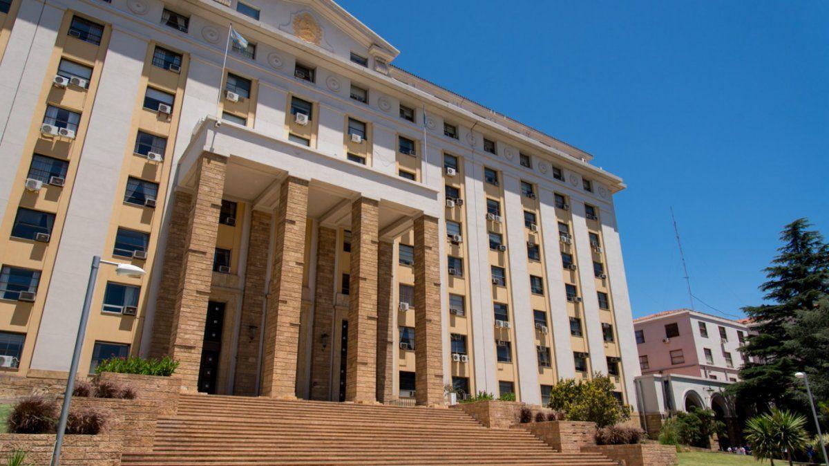 El Ministerio de Hacienda confirmó que este viernes se pagará la segunda cuota del aguinaldo para los empleados estatales de Salud