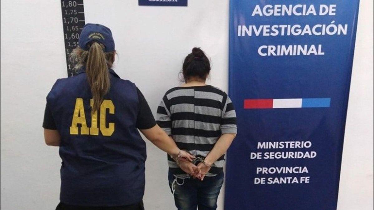 La madre del niño lesionado quedó detenida por agentes de la Agencia de Investigación Criminal.