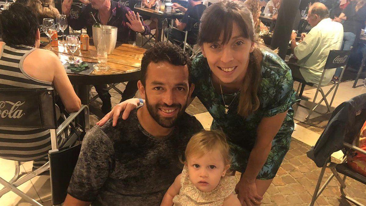 Hermosa familia. Lucas Gamba posa con su mujer