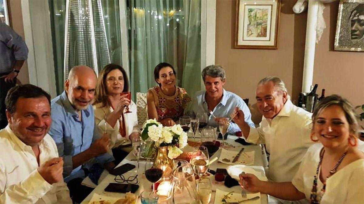 Horacio Rodríguez Larreta en el cumpleaños de Elisa Carrió.